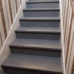 Escalier avec du béton ciré
