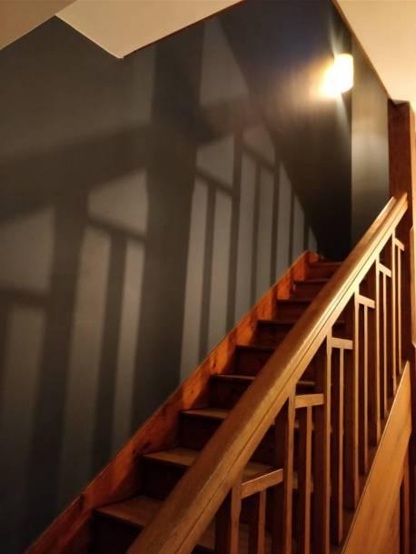 Travaux de peinture d'une cage d'escalier
