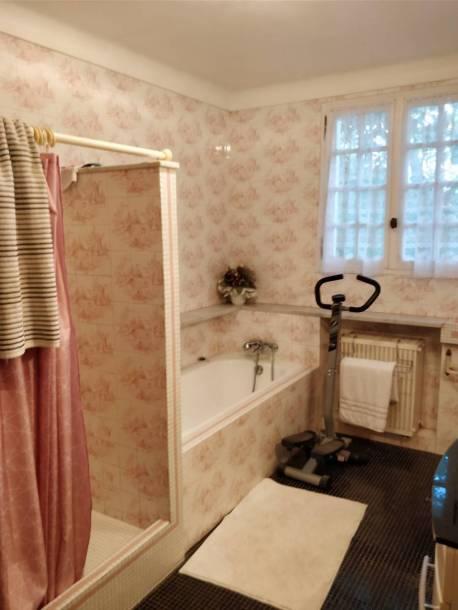 Salle de bain avant application du béton ciré