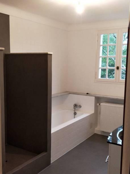 Salle de bain après application du béton ciré